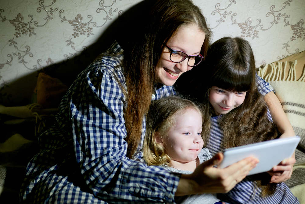iPads or mobiles for small children – is screen time dangerous?
