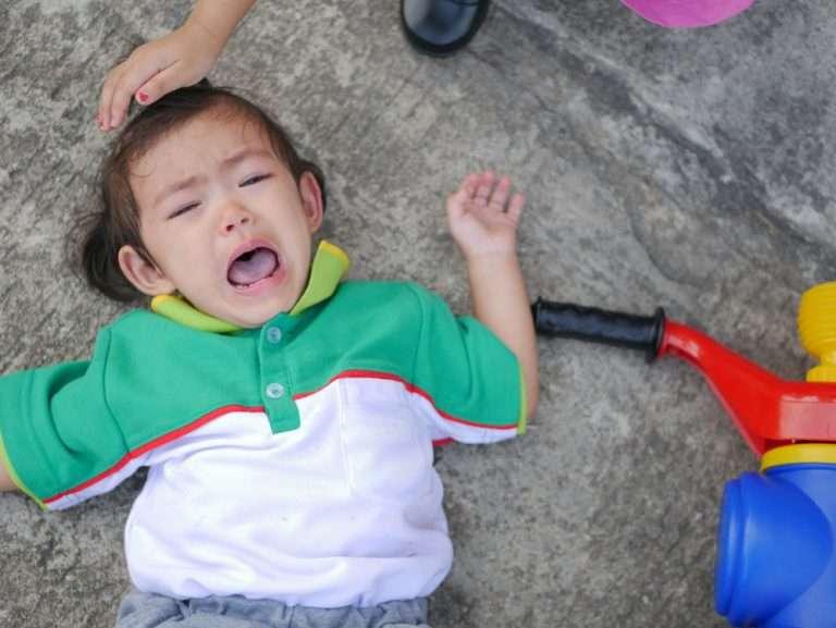 Barn som fallit och slagit i huvudet. Skallskador eller hjärnskakning?